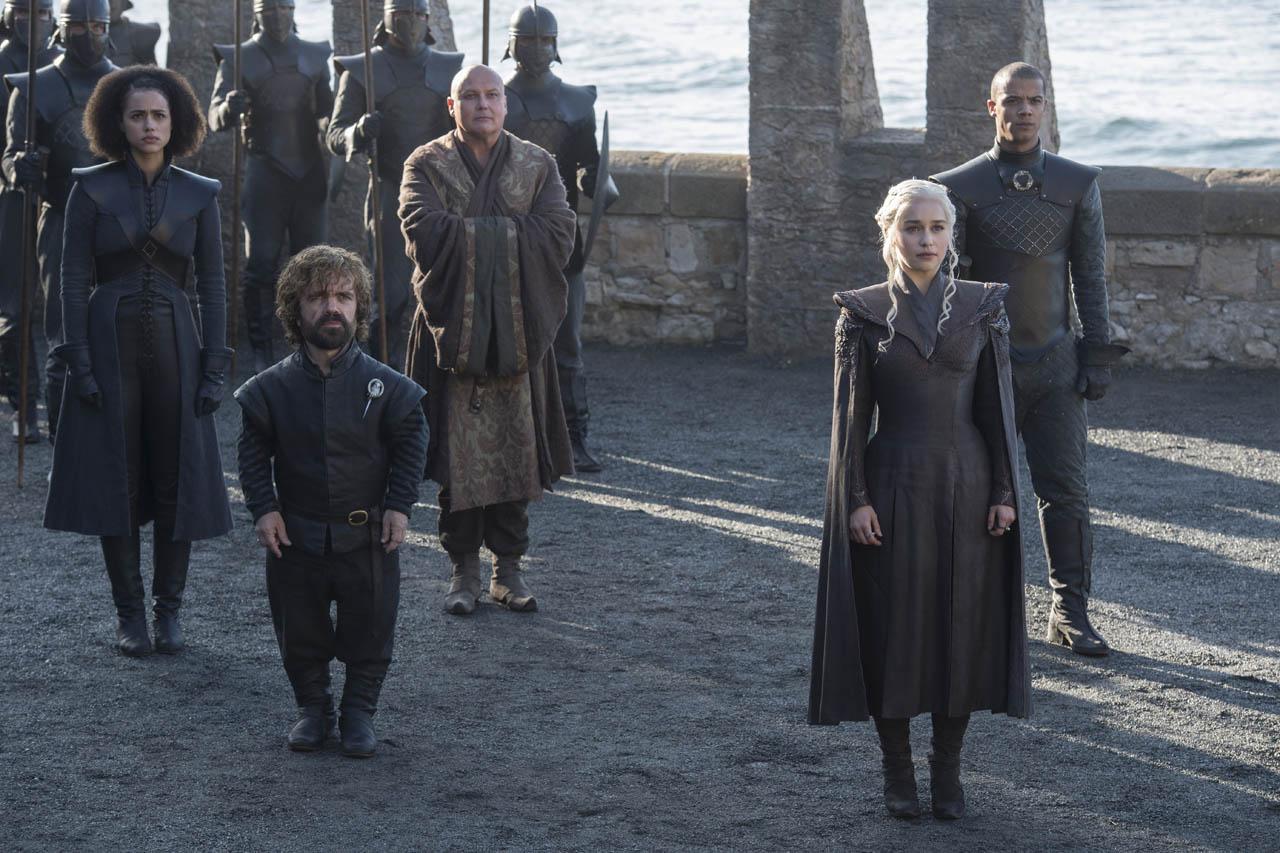 Daenerys Tyrion Missandei Sivi črv in Varys v seriji Igra prestolov (Game of Thrones)