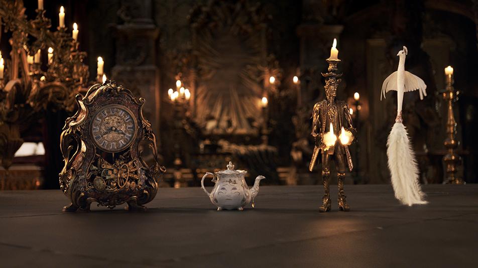 Začarani in plesni dvorjani v filmu Lepotica in zver