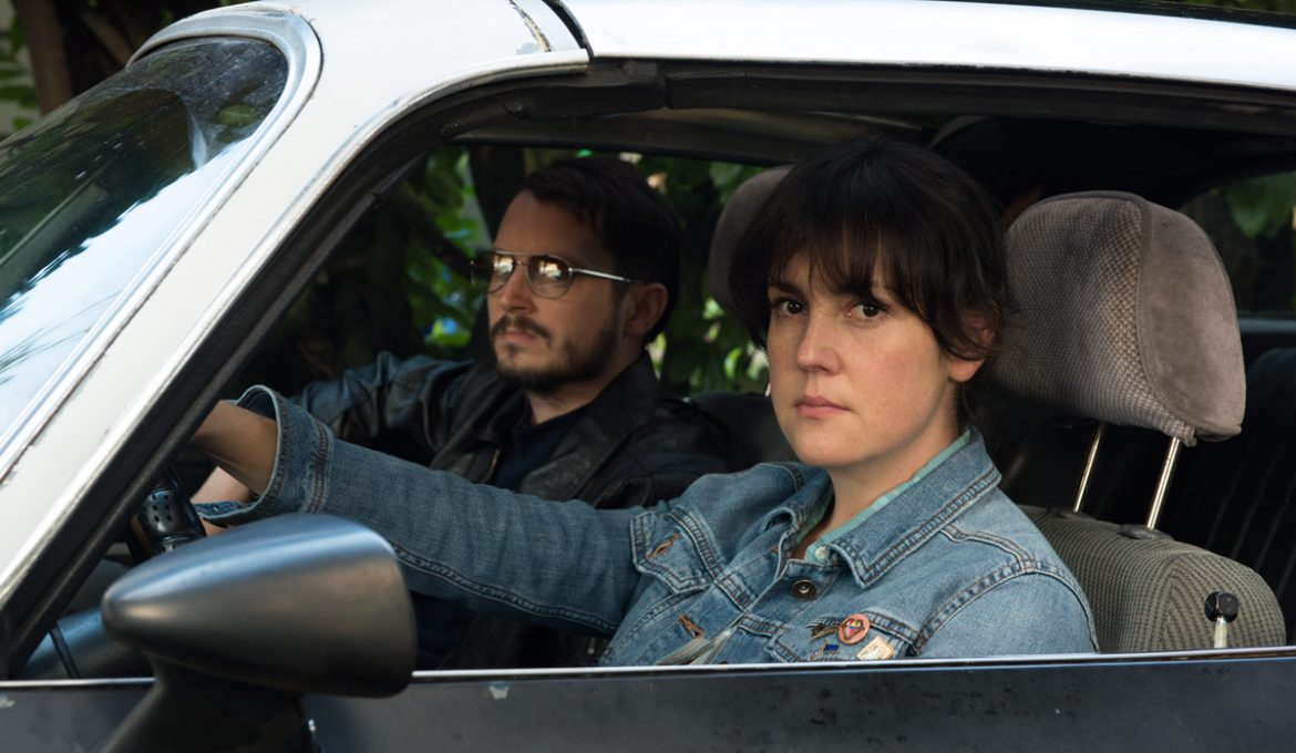 Melanie Lynskey in Elijah Wood v filmu I Don't Feel at Home in This World Anymore.