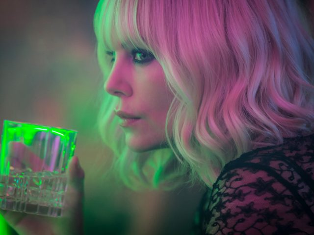 Charlize Theron v filmu Atomska blondinka (Atomic Blonde)