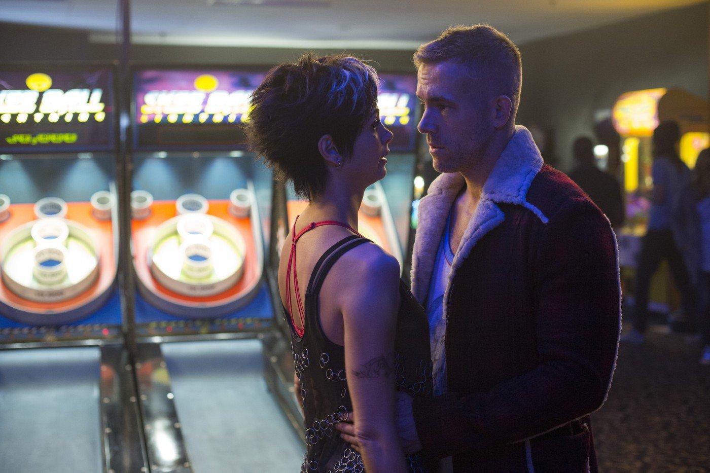 Ryan Reynolds in Morena Baccarin Deadpool