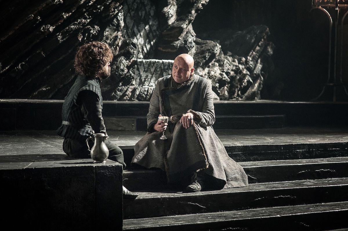Tyrion Lannister (Peter Dinklage) in Varys (Conleth Hill) v Igri prestolov.