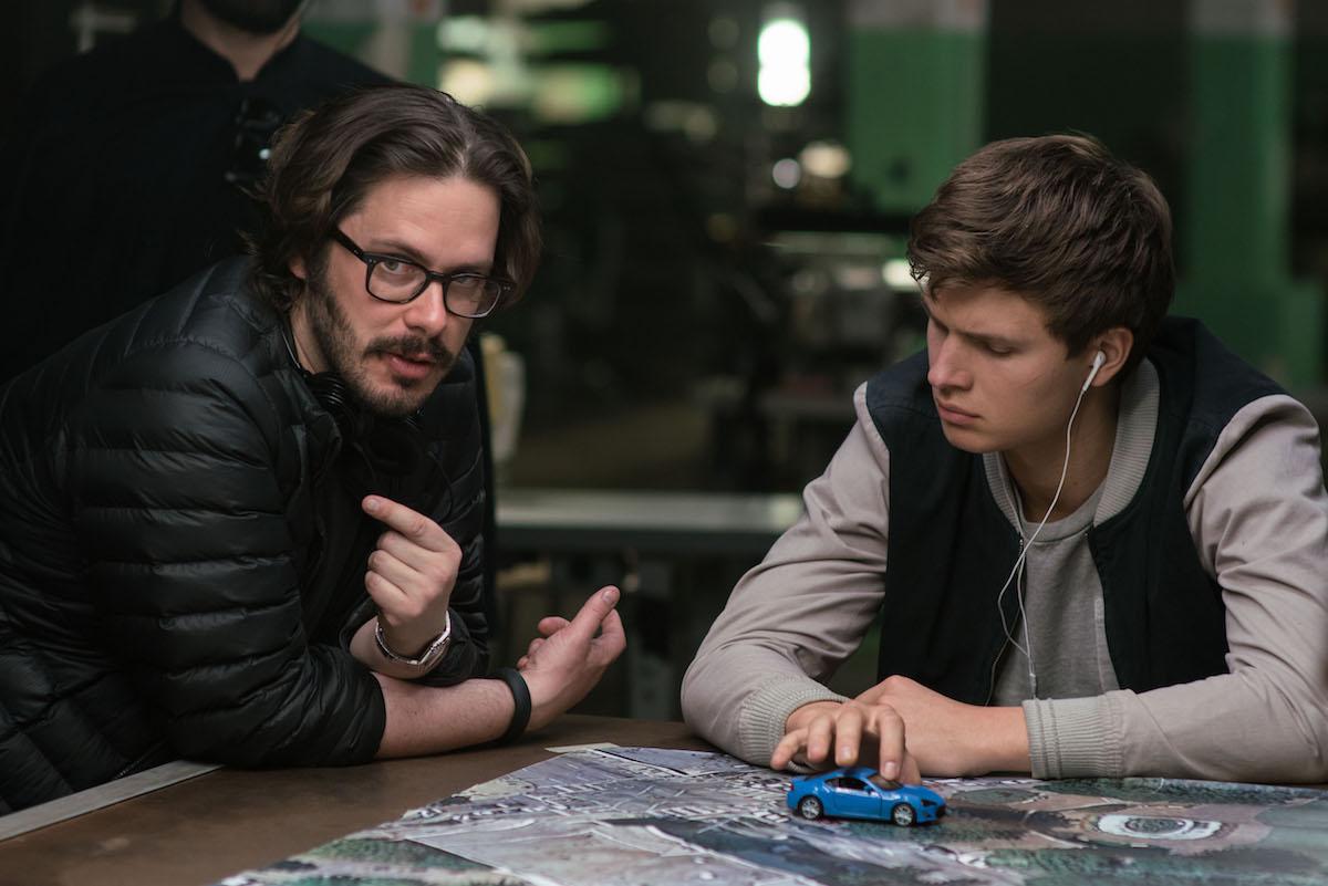 Edgar Wright in Ansel Elgort na snemanju filma Voznik (Baby Driver).