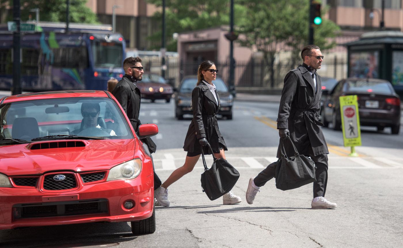 Scena iz filma Voznik (Baby Driver).