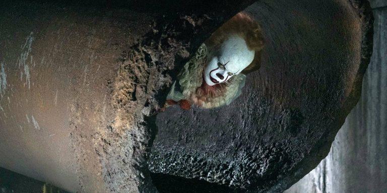 Bill Skarsgard kot klovn Pennywise v filmu Tisto (IT)