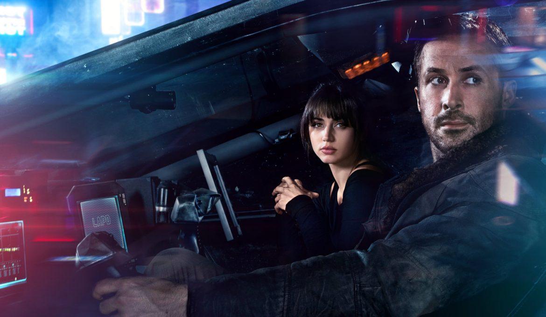 ryan gosling in ana de armas v filmu iztrebljevalec 2049 (blade runner 2049)