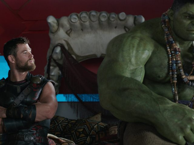 chris hemsworth in mark ruffalo v filmu thor ragnarok