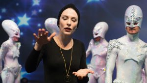 Cate Blanchett v filmu Manifest