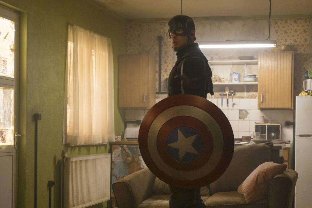 Chris Evans kot Stotnik Amerika v filmu Stotnik Amerika: Državljanska vojna.