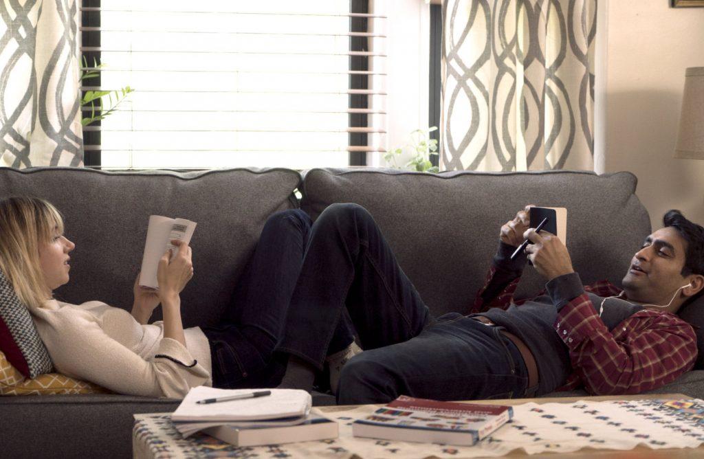 Zoe Kazan in Kumail Nanjiani v filmu Ljubezen na prvo bolezen (The Big Sick).