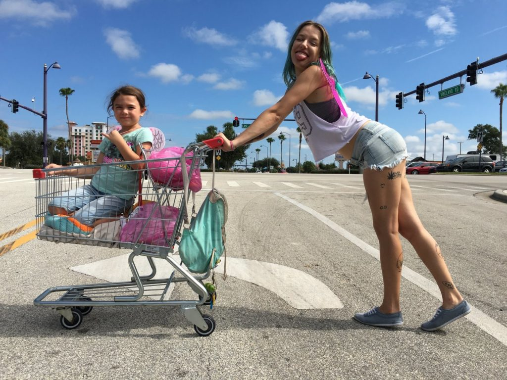 Scena iz filma The Florida Project.
