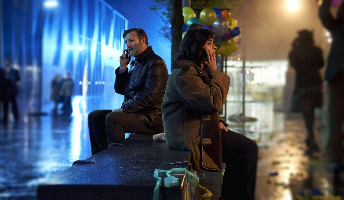 David Morrissey in Mandeep Dhillon v seriji The City and The City