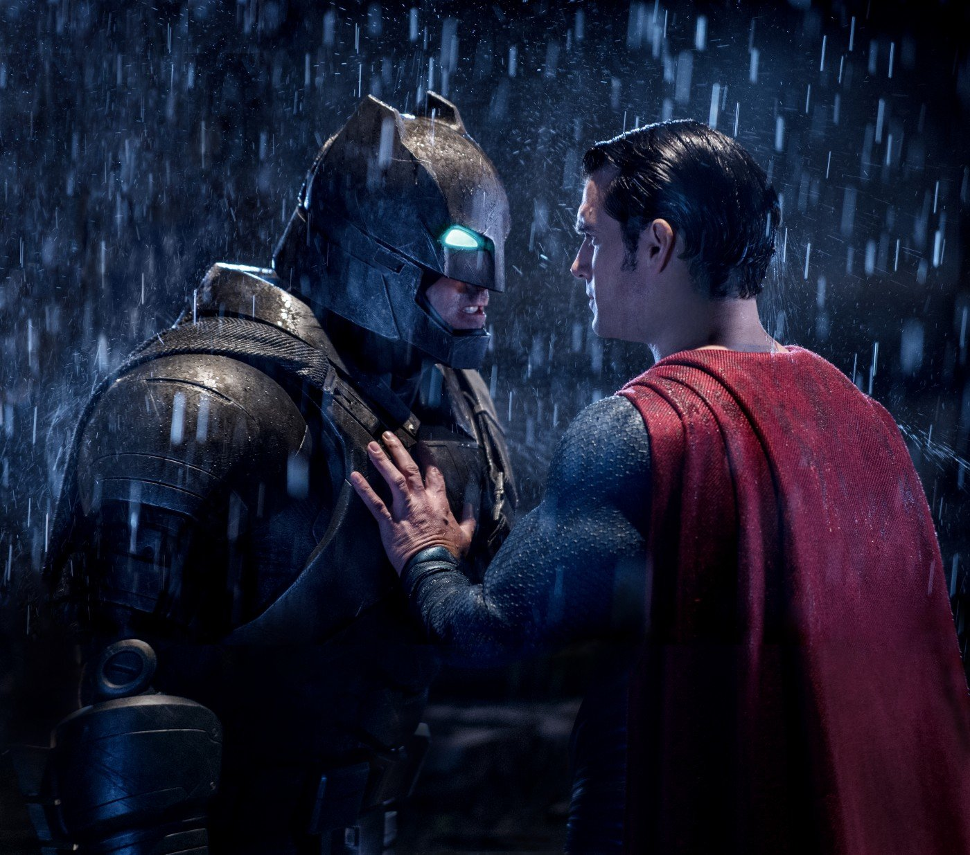 ben affleck in henry cavil v filmu batman v superman