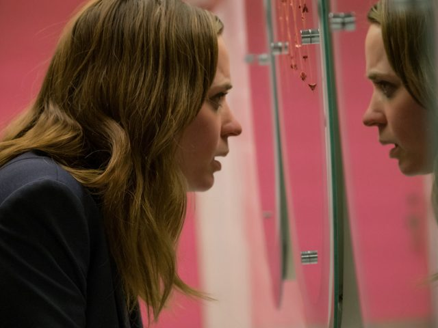 Emily Blunt v filmu Dekle na vlaku The Girl in the Train