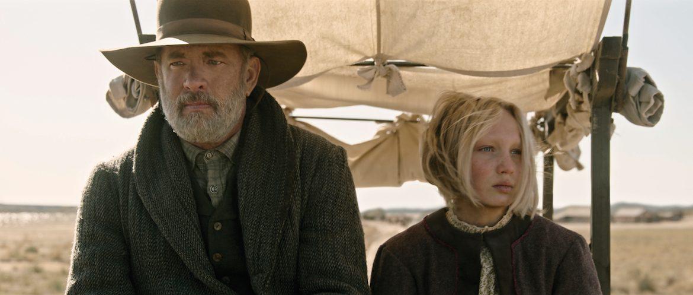 Tom Hanks in Helena Zengel v filmu Novice sveta