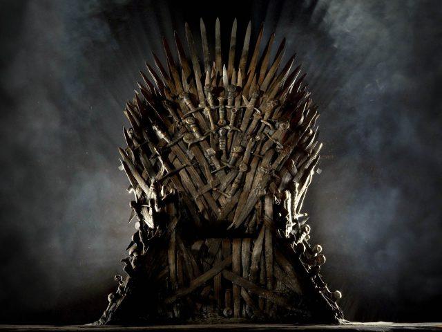 Trije različni pristopi k vladanju v seriji Igra prestolov: Nevihtnorojena